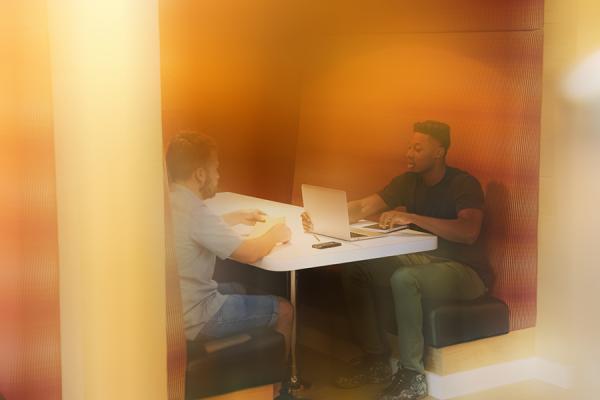 Blur-Header-Business-Meeting-Booth