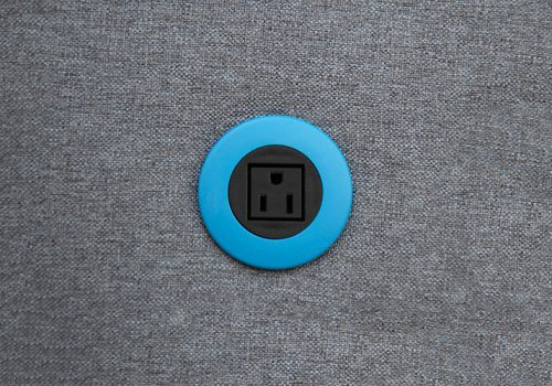 ON-PIP-black_blue-in-surface-OLD-USA-socket-web
