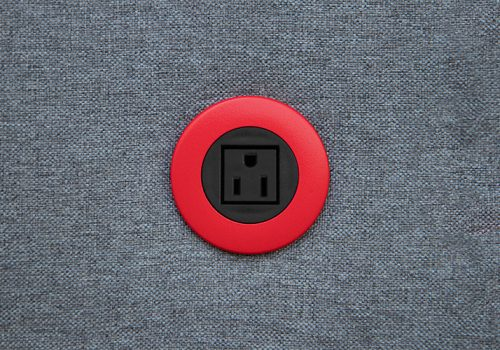ON-PIP-lifestyle-black_black-in-surface-OLD-USA-socket-web